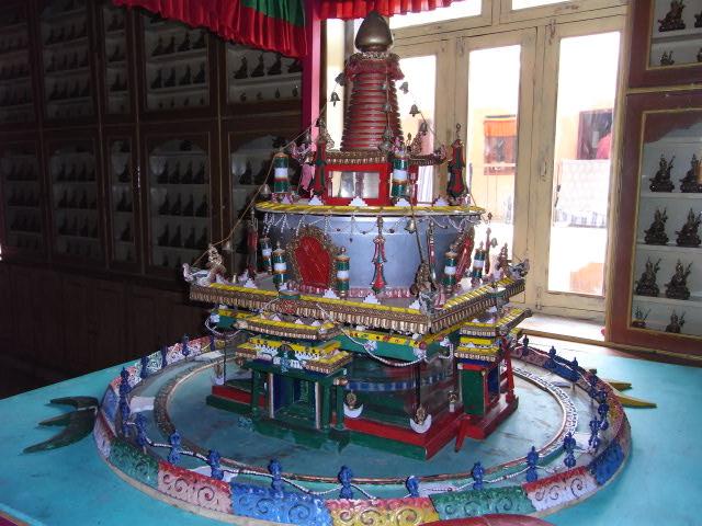 グンリ寺内部の立体マンダラ