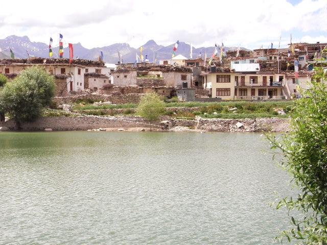 沼から見たナコ村