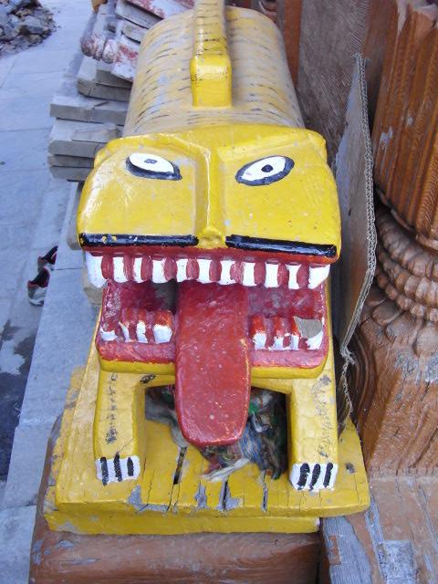 カルパ村の狛犬ならぬ狛虎