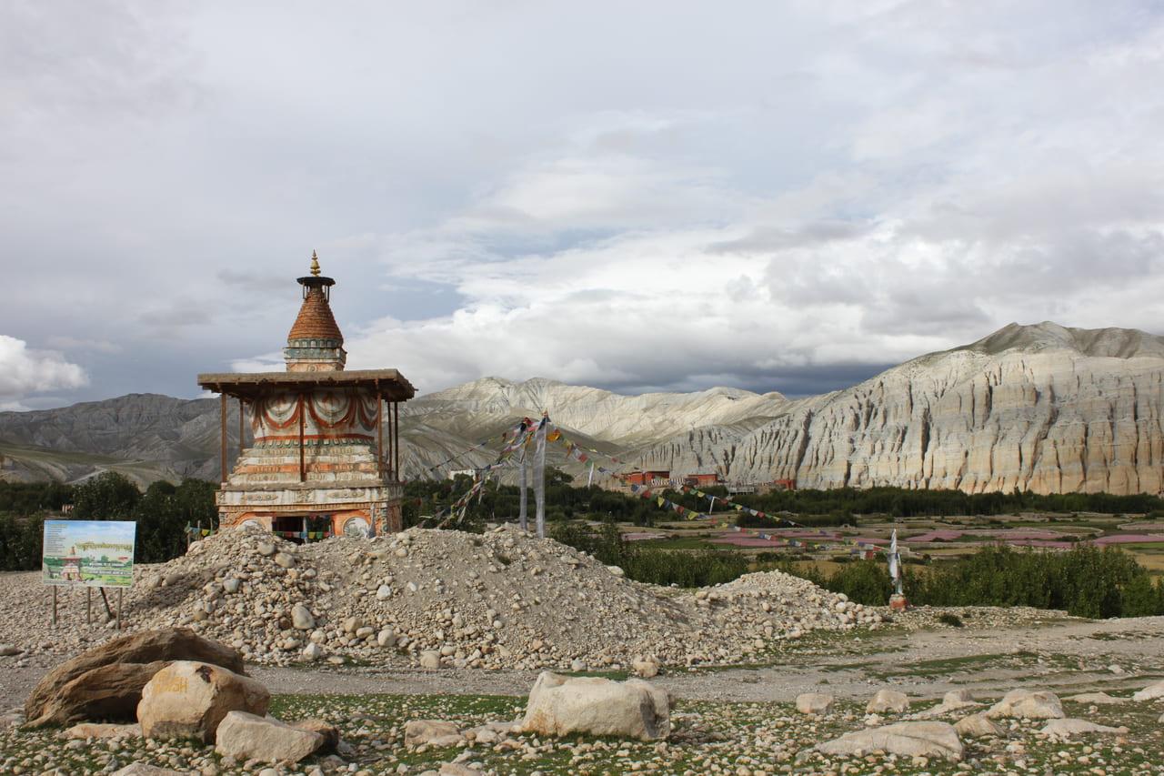 ツァラン村の南を守るチョルテン