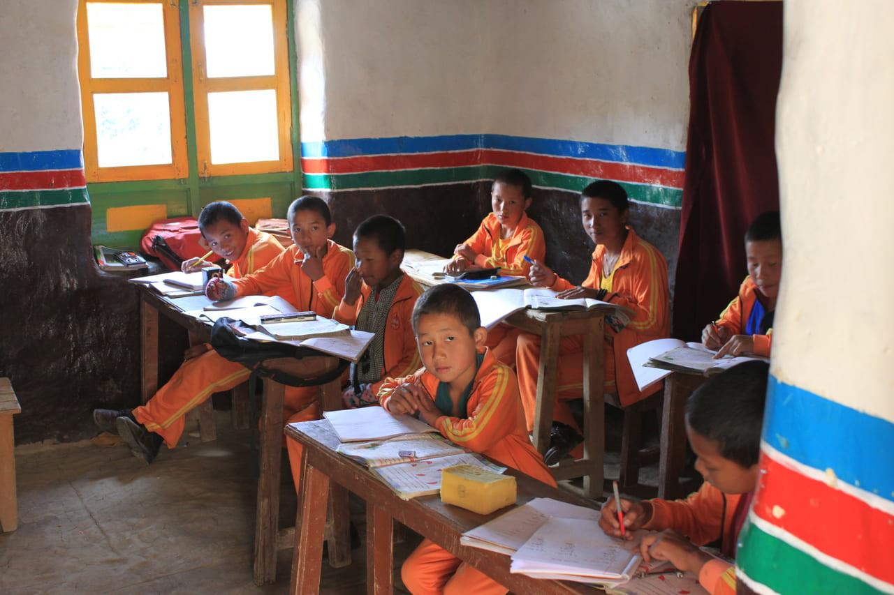 ニプゴンパで学ぶ小坊主たち