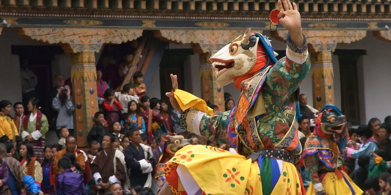 プナカ・ツェチュ祭 仮面舞踊の様子