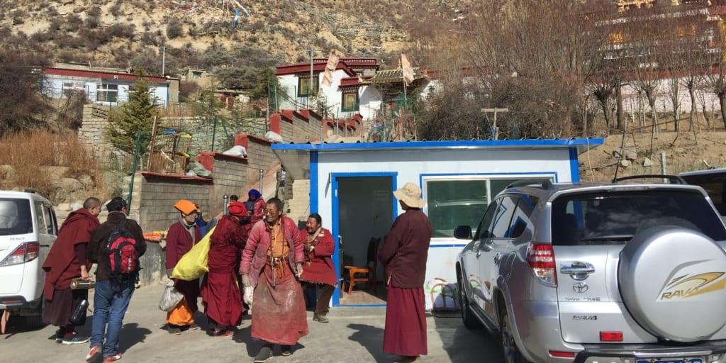 多くの尼僧が修行に励むチンプー渓谷