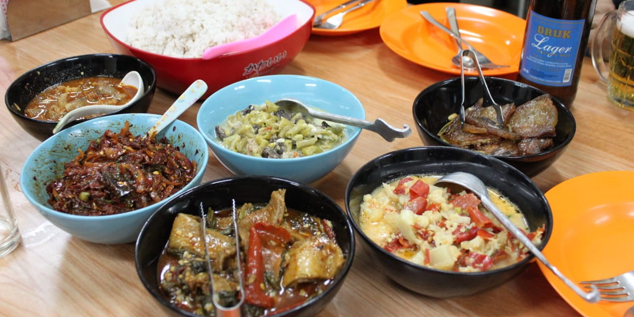 地元で人気のブータン料理(一例)