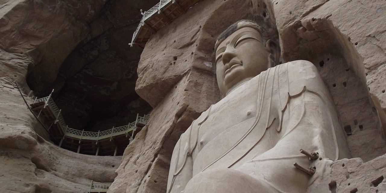たどりつくまでのボートでのアプローチも楽しい迫力の高さ27mの大仏像(炳霊寺)