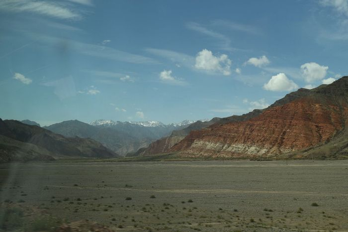 カシュガルからトルガルト峠をめざす道からの風景