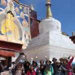 ガンデン寺のセタン祭に掲げられる巨大タンカ