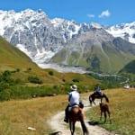 秘境スワネティで美しいコーカサスの山々を見ながらハイキング(オプションで乗馬も可能です)