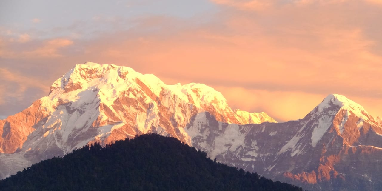 「つきのいえ」から見るアンナプルナ山群