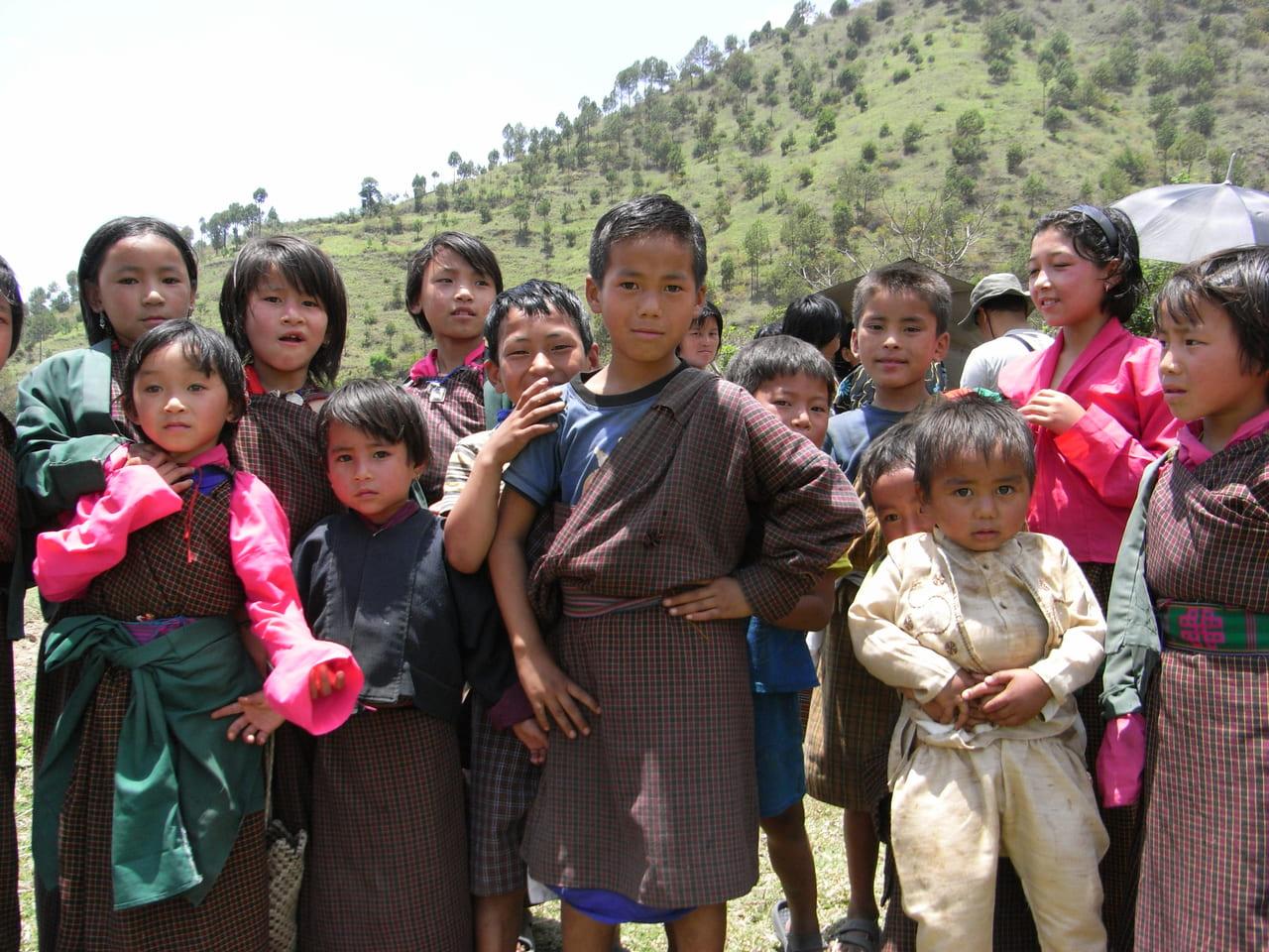 興味津々の子供たち(サリン村)