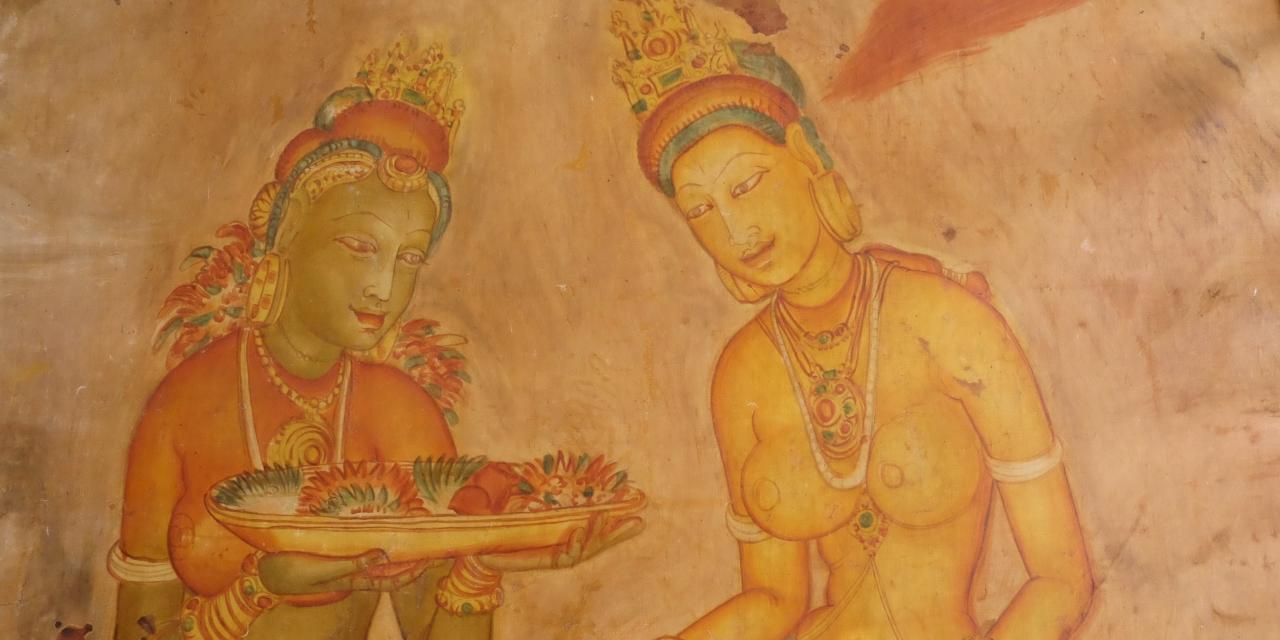 シギリヤロックの岩壁には1500年を経た今も穏やかな笑顔をたたえる美女の絵が(写真は国立博物館のレプリカ)