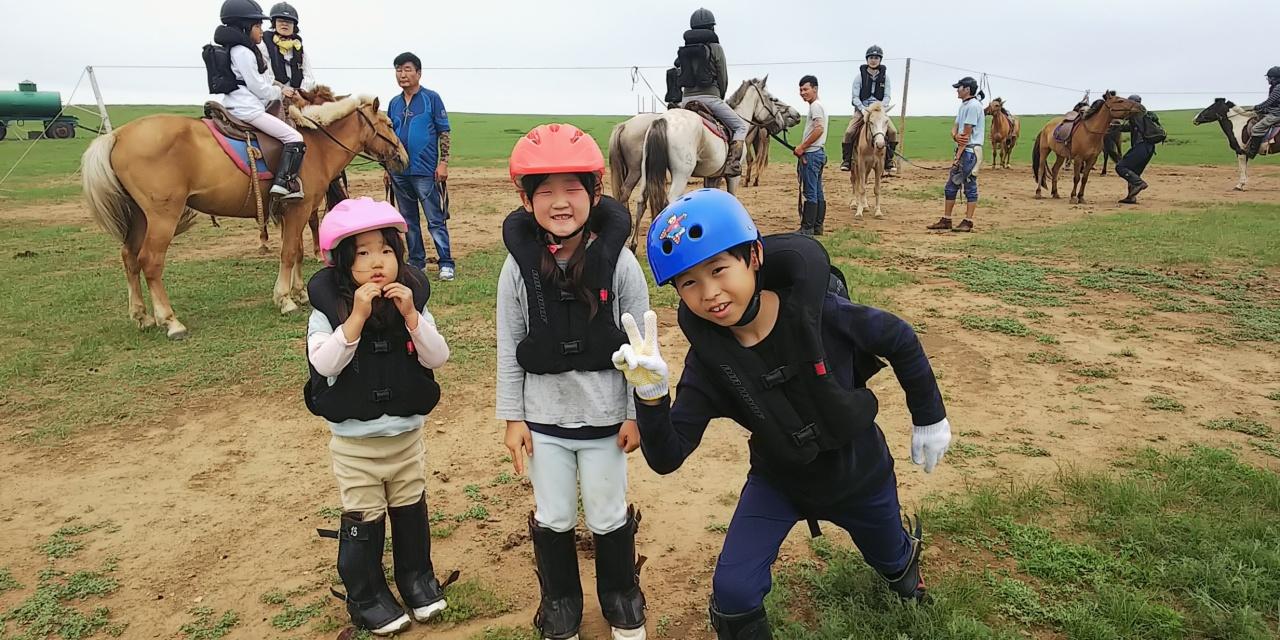 子供たちにもやっぱり人気の「草原乗馬」!