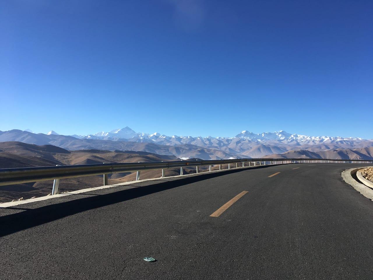 パンラ峠の直下からは8,000m峰がずらりと並びます