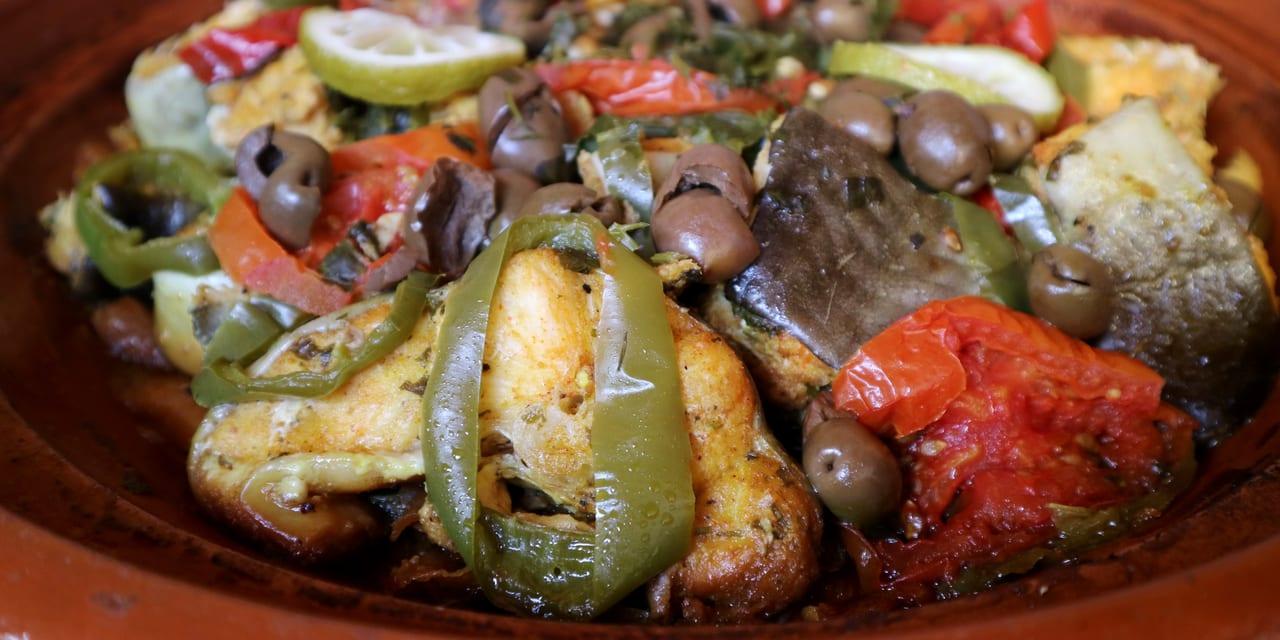 白身魚とトマトと旬のオリーブのタジン