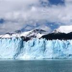 クルーズ船からペリトモレノ氷河を眺める