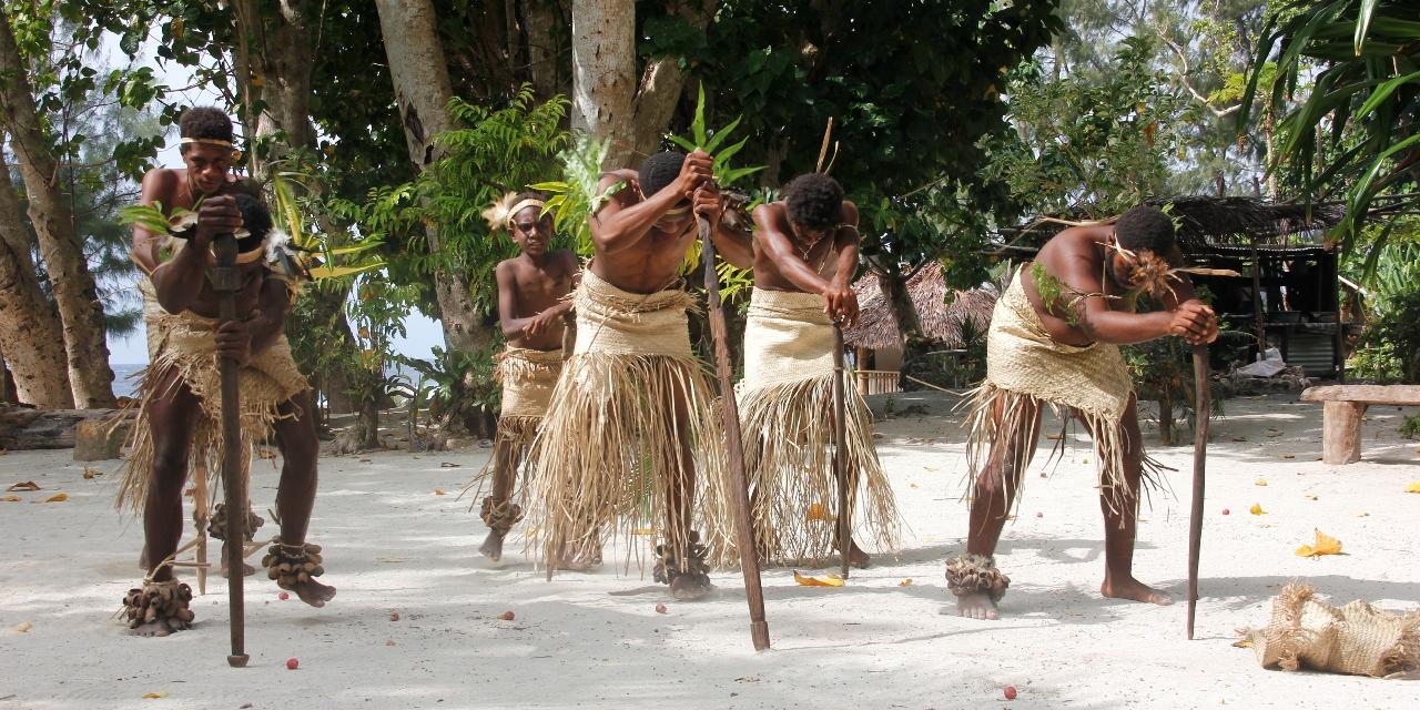 伝統的な暮らしの残る村を訪ねる