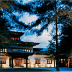ウマ・パロの正面玄関はゾンや僧院をイメージした造り