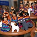 アンティグアでは民芸品市場も訪れます
