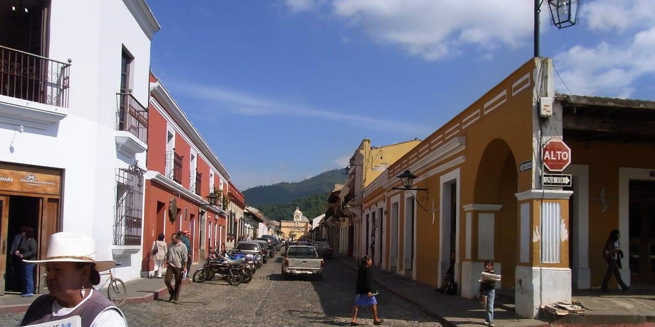 アンティグアはぶらっと歩けるスペイン統治時代の古都