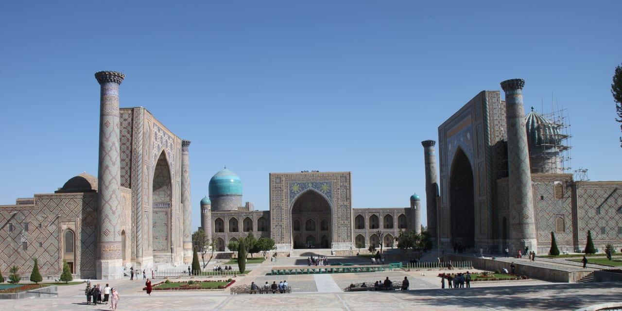 青の都・サマルカンドを象徴するレギスタン広場