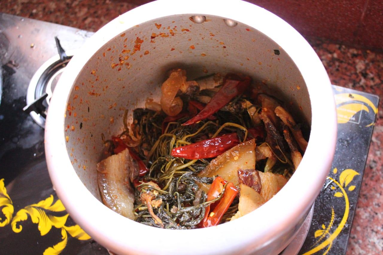 パクシャパー 豚肉の脂身の炒め煮