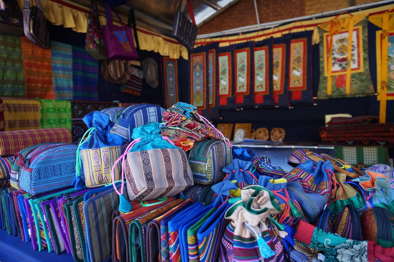 織物で作られたバッグ類