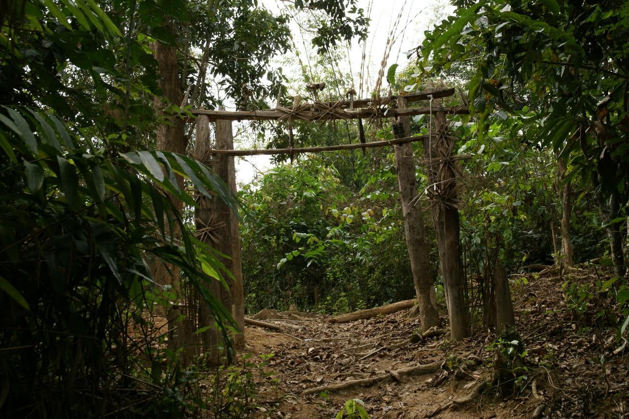 アカ族の村の入り口にある門(ラオス ムアンロン)