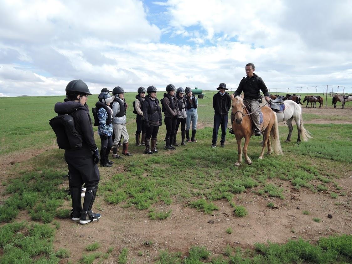 未経験者は馬の乗り方からレクチャー