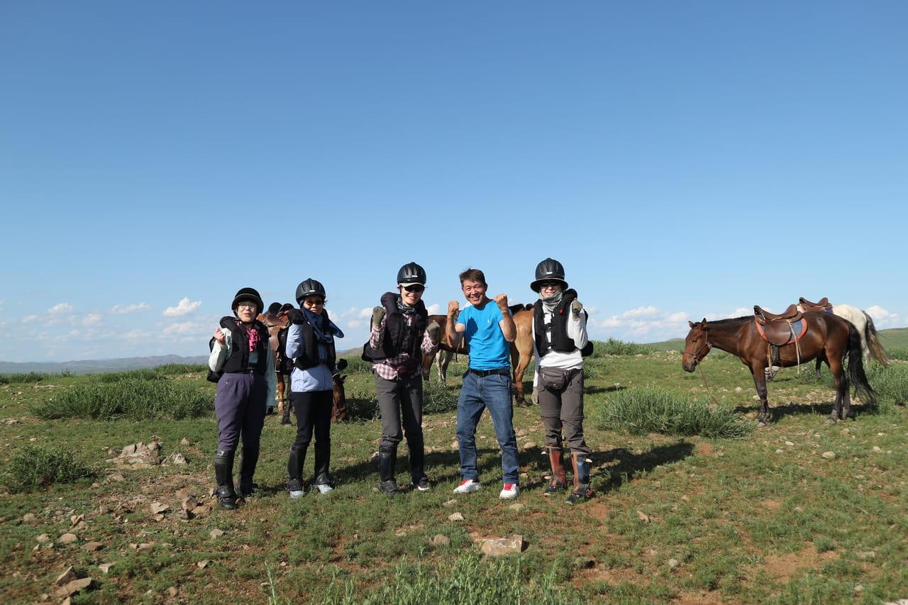 乗馬初心者チーム。初日の午後には、並足でここまで来ましたよ~!