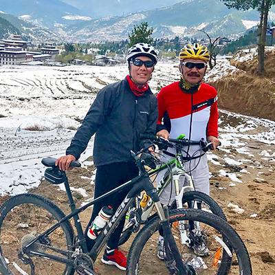 ブータンの日本語ガイド シンゲ・ナムゲル(サイクリング中)