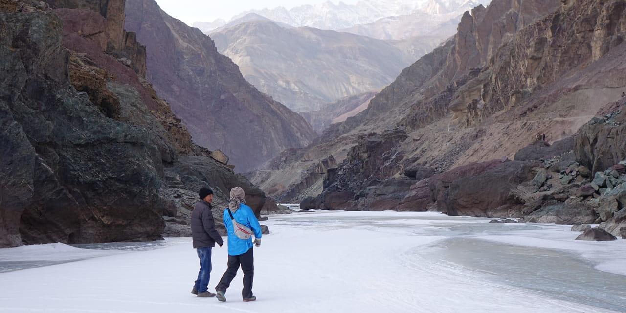 「氷の回廊」チャダルを歩く