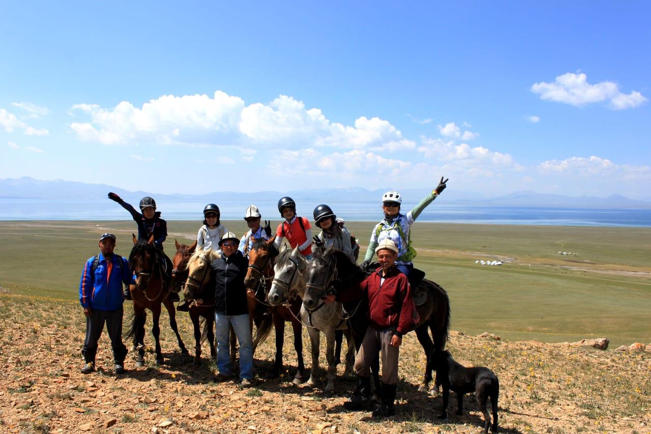 ソンクル湖を望む丘の上から