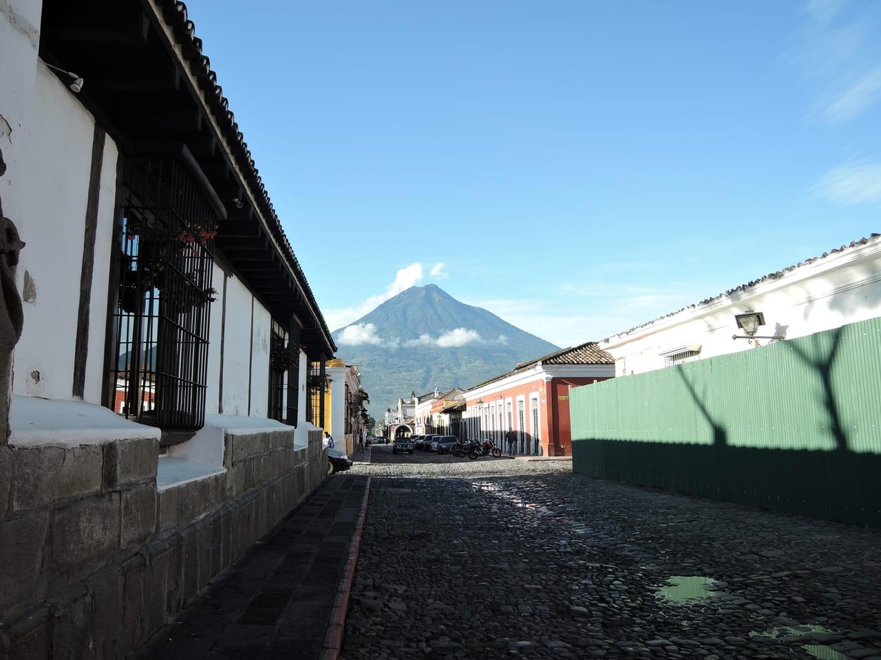 アンティグアから見えるアグア火山