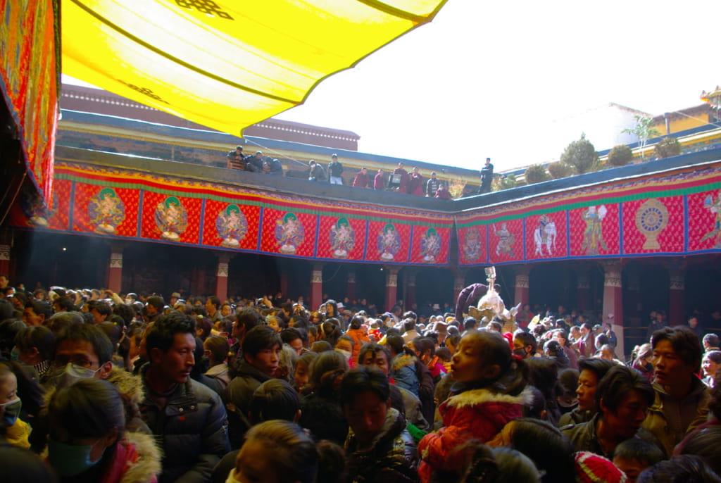 ペーラモ祭に集まった人々