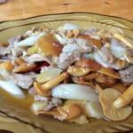 キノコと肉の炒め物
