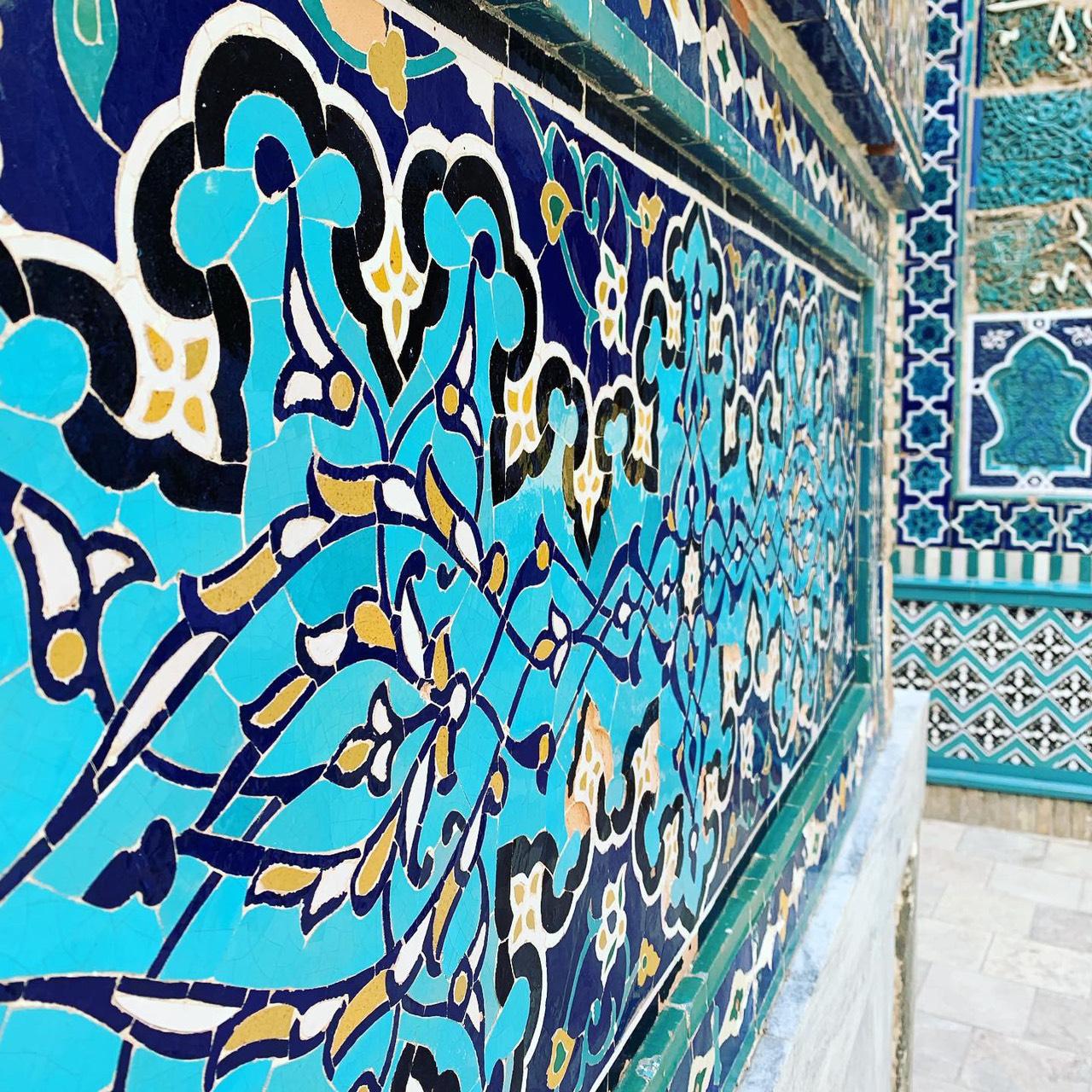青のモザイクタイルが美しいシャーヒズィンダ廟(サマルカンド)