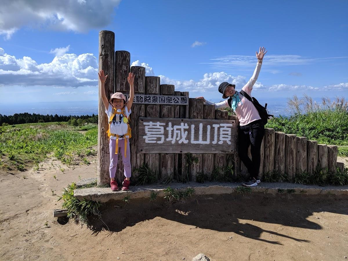頂上では大阪平野と奈良盆地がどちらも一望できる絶景が待っています!