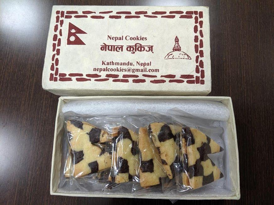 ダルバールホテル特製のネパール国旗の形をしたクッキーです。