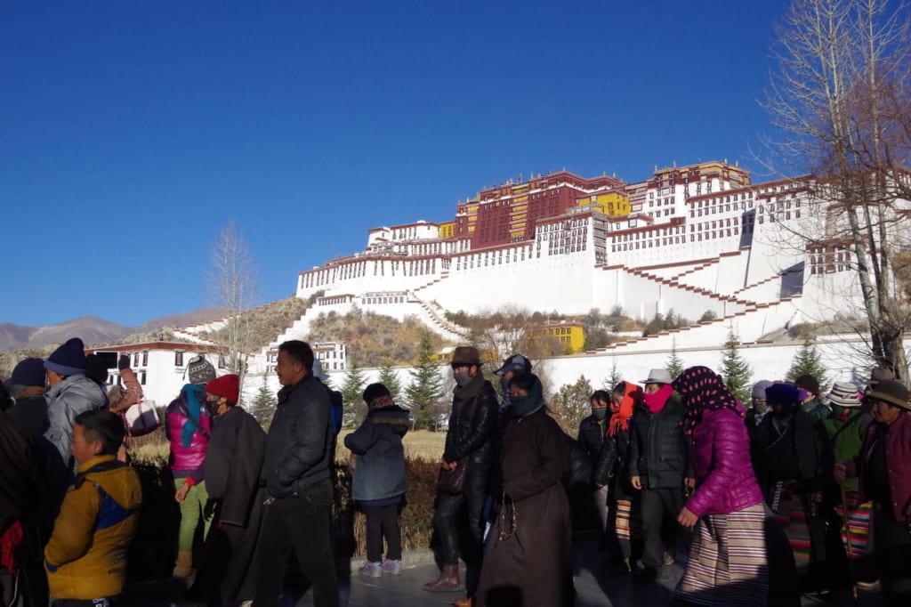 ポタラ宮と巡礼者(冬)
