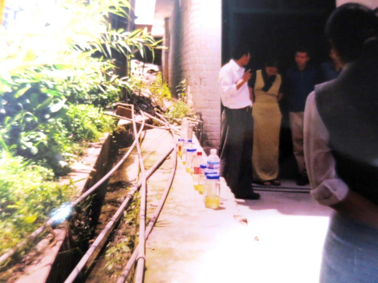尿診の屋外講義 メンツィカン 2005年