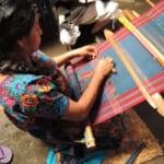 グアテマラの織物。女性が着ているのがコルテです。