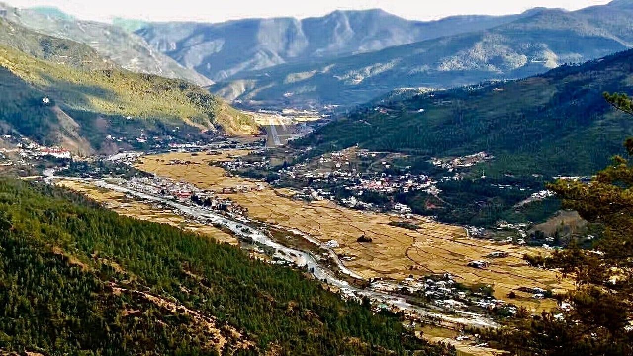 秋のブータン 村の風景
