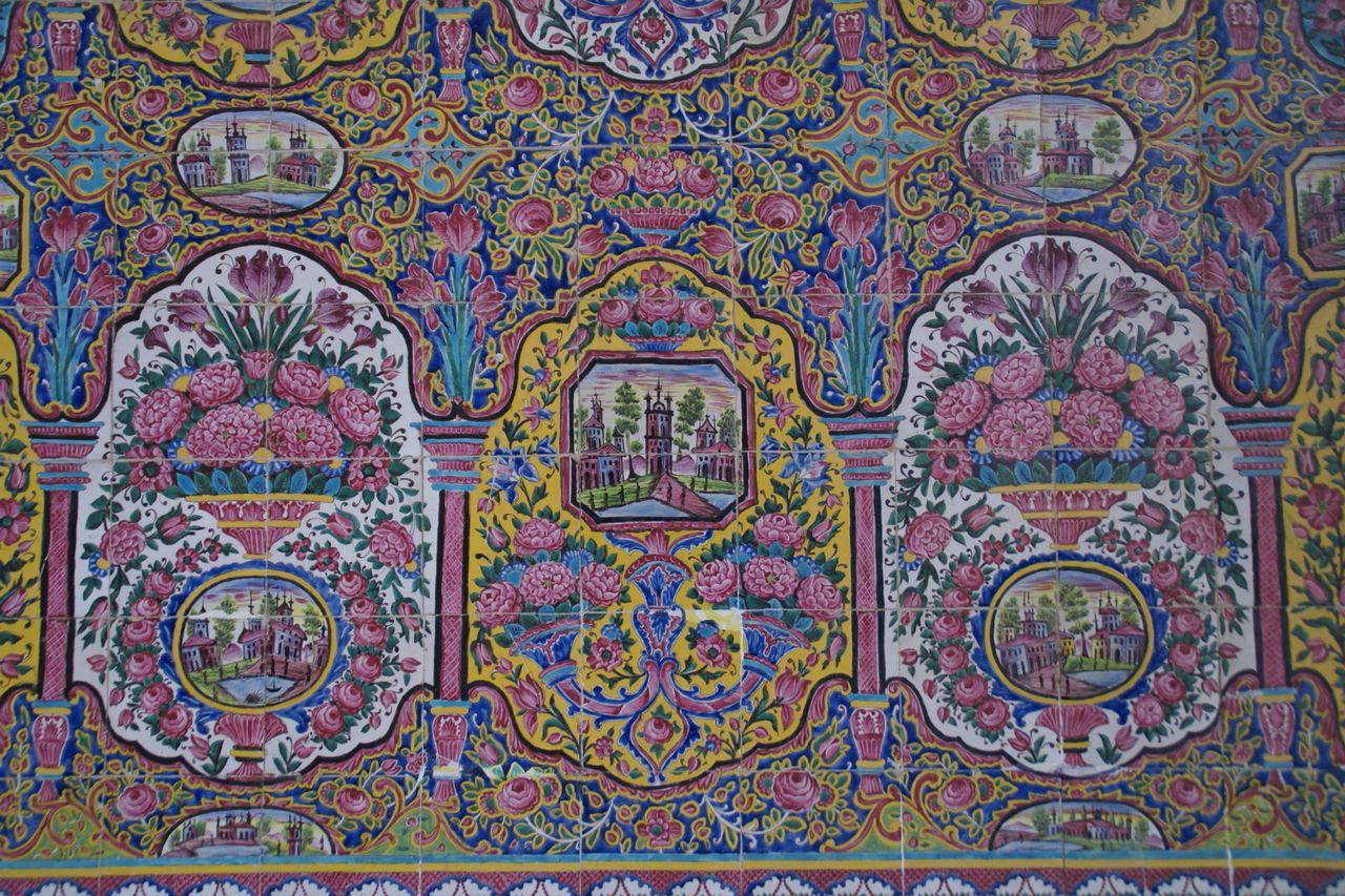 かわいい絵柄のタイル(ローズモスク)