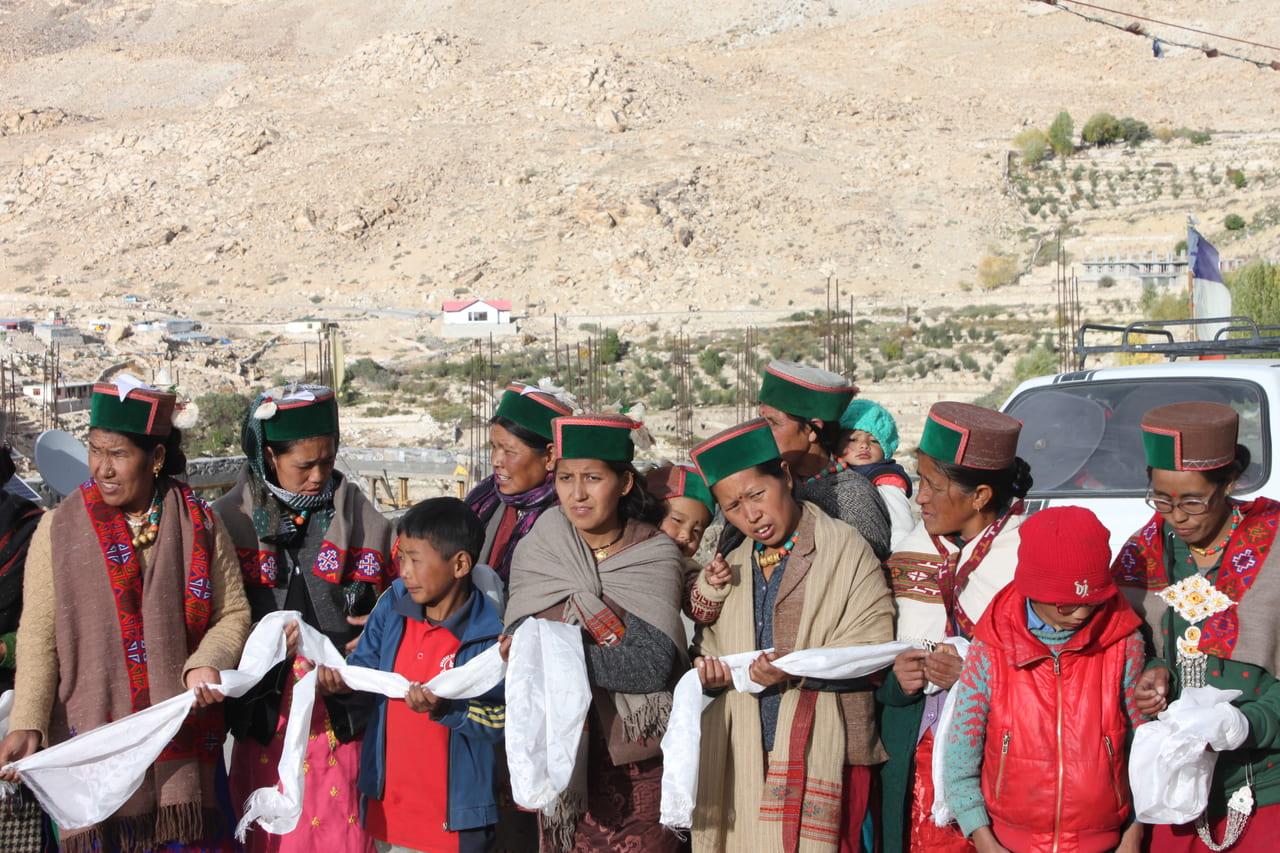 緑の帽子が目印 キナウルの人々