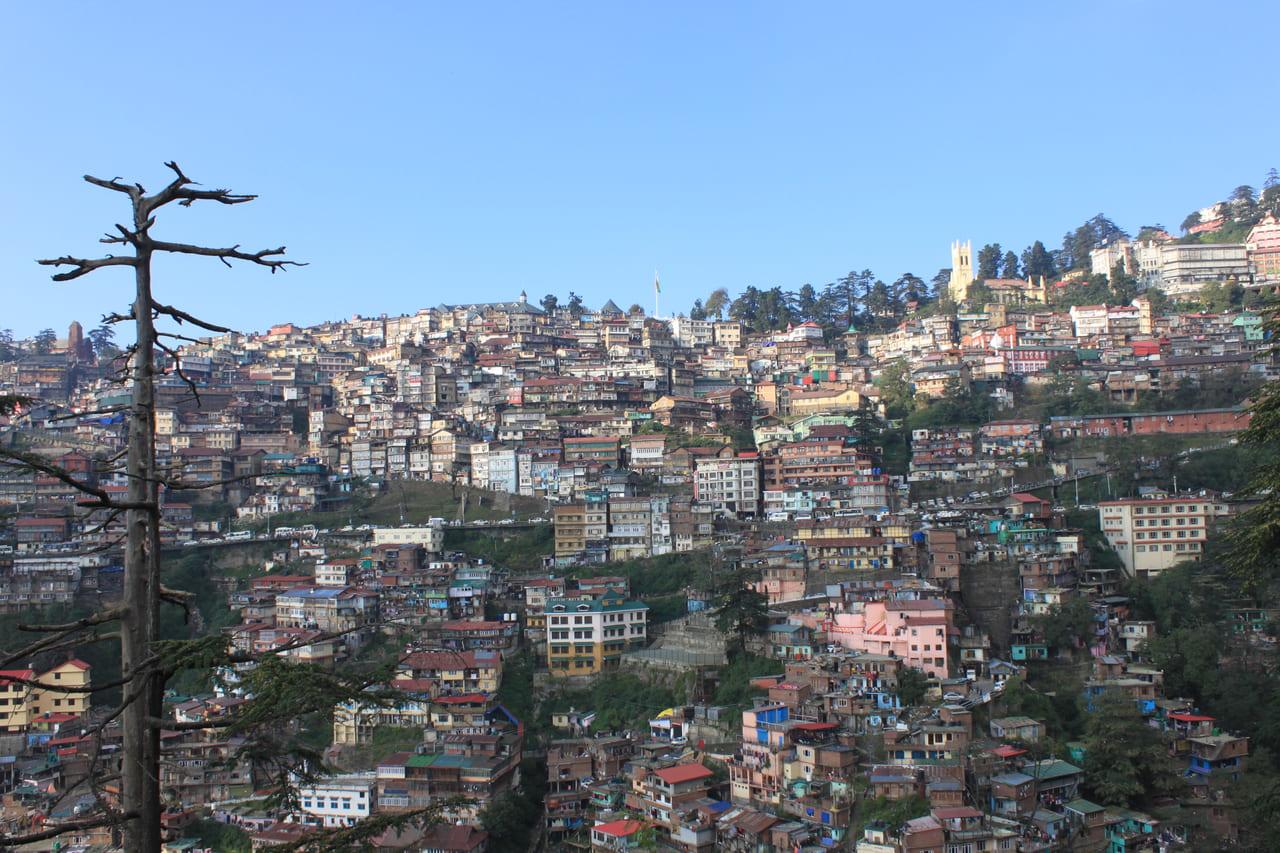 山の斜面にへばりつくシムラの街