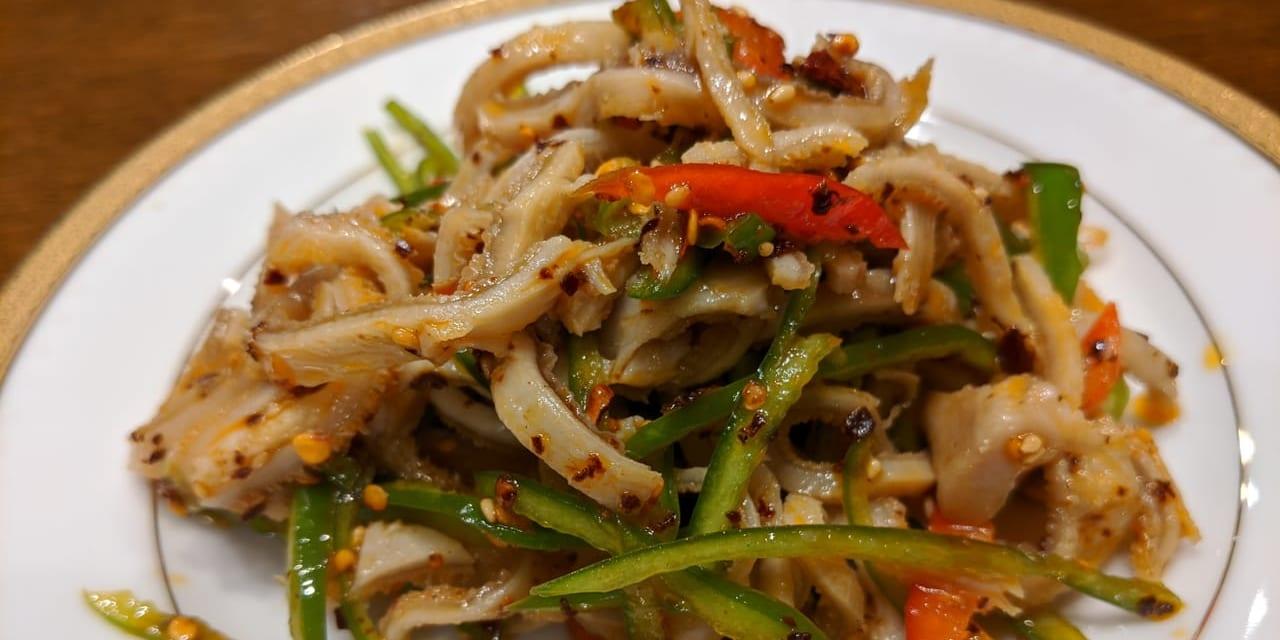 羊の胃袋のサラダは、コリコリした食感で、さっぱり!