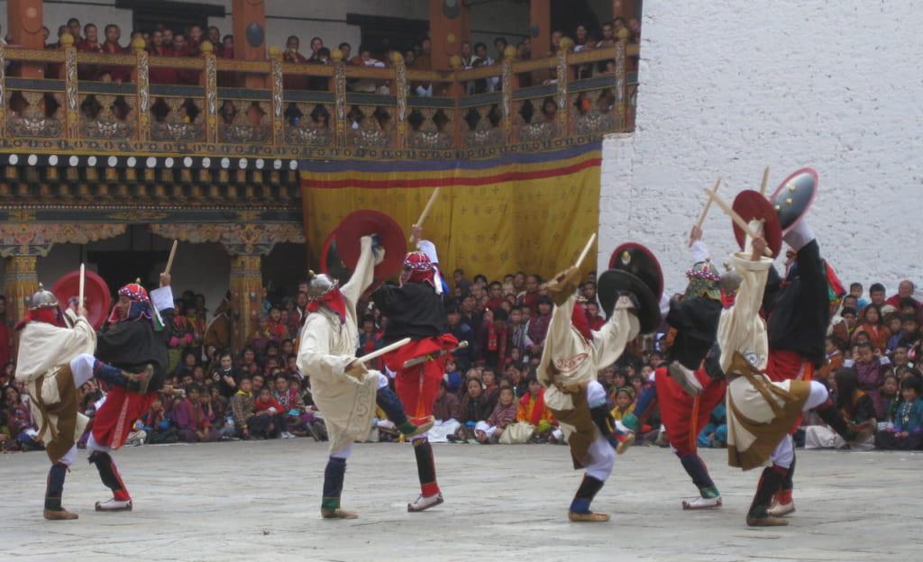 チベット軍(白)vs.ブータン軍(赤黒)の戦闘場面再現図