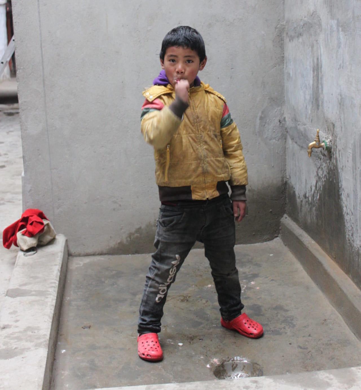 歯磨きしていた子供