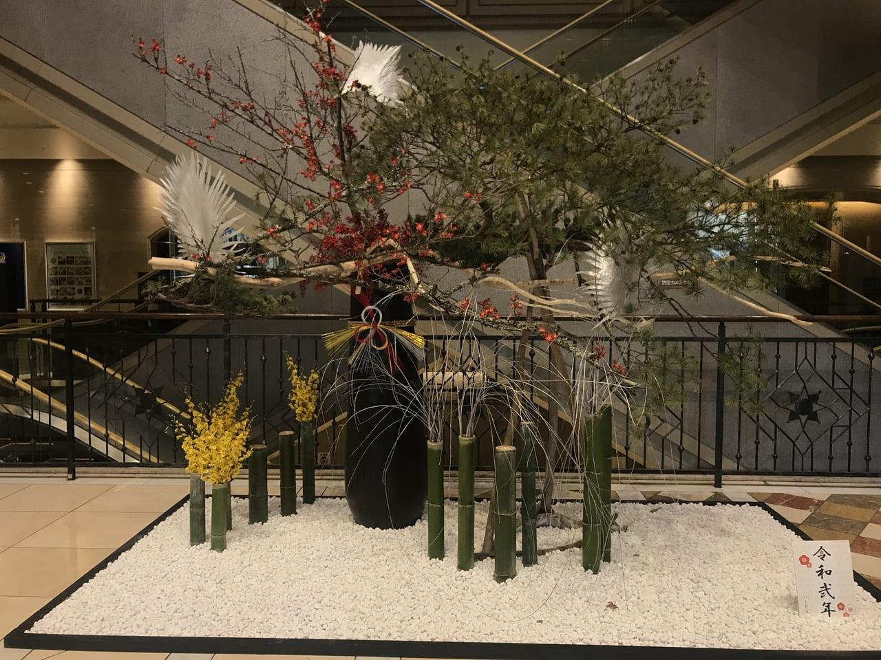 大阪支店のあるハービスには今年も立派な門松が