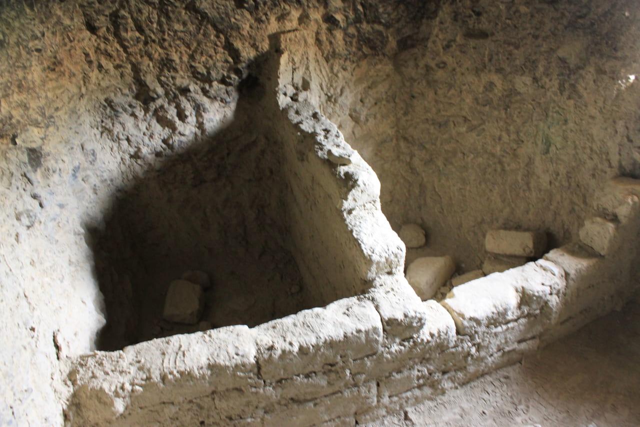洞窟の中 台所の跡か?